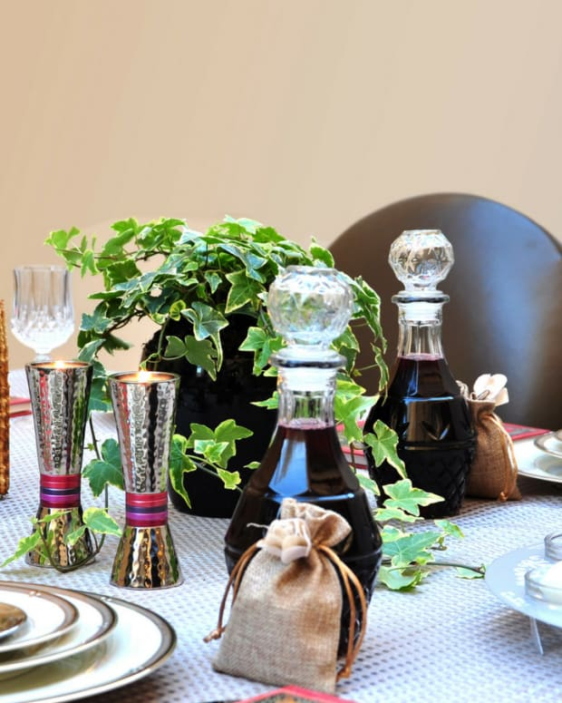 Passover countdown 20 days - set the table
