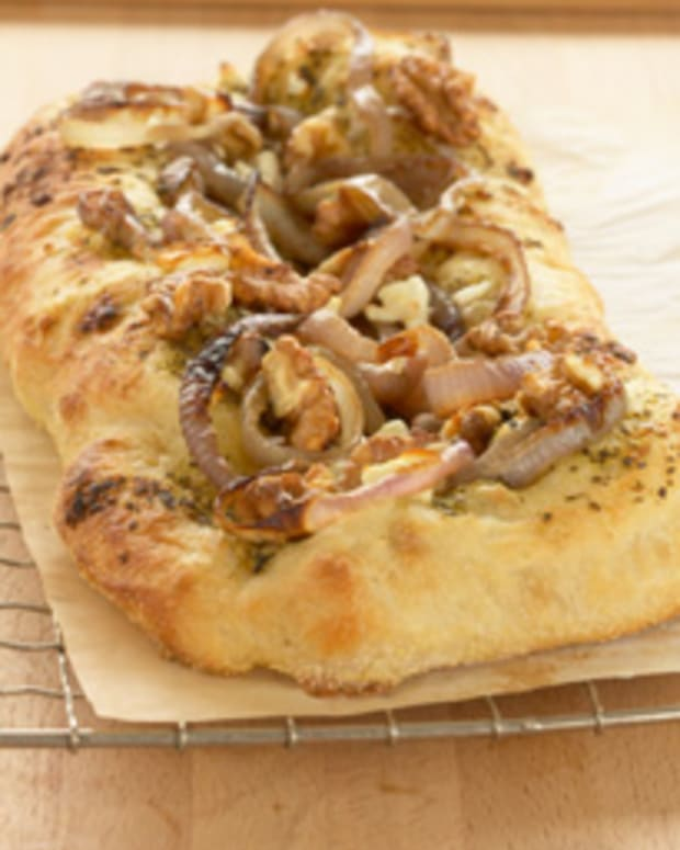 California Walnut & Carmelized Onion Pizza