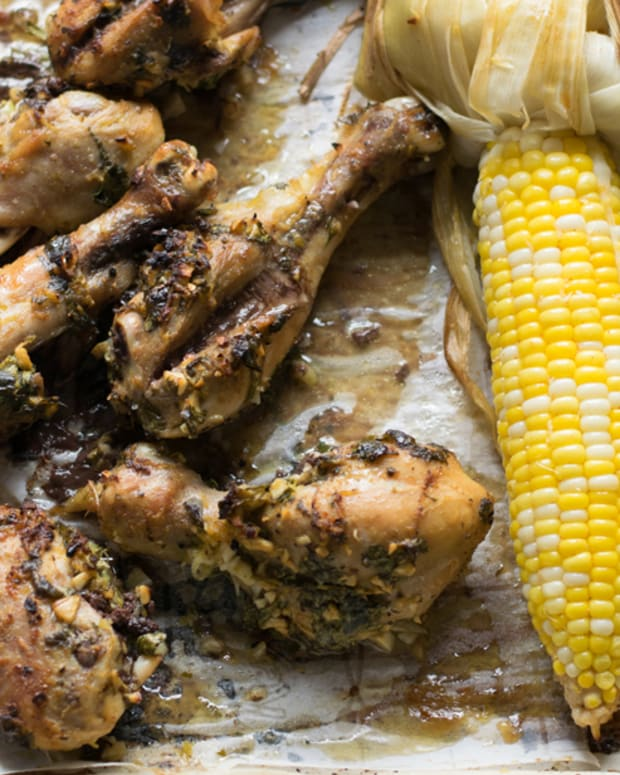 grilled drumsticks and corn