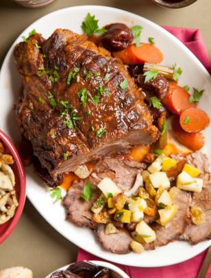 Braised pot roast with prunes, chili and raisins.jpg