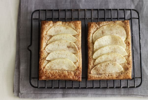 apple cardamom tart