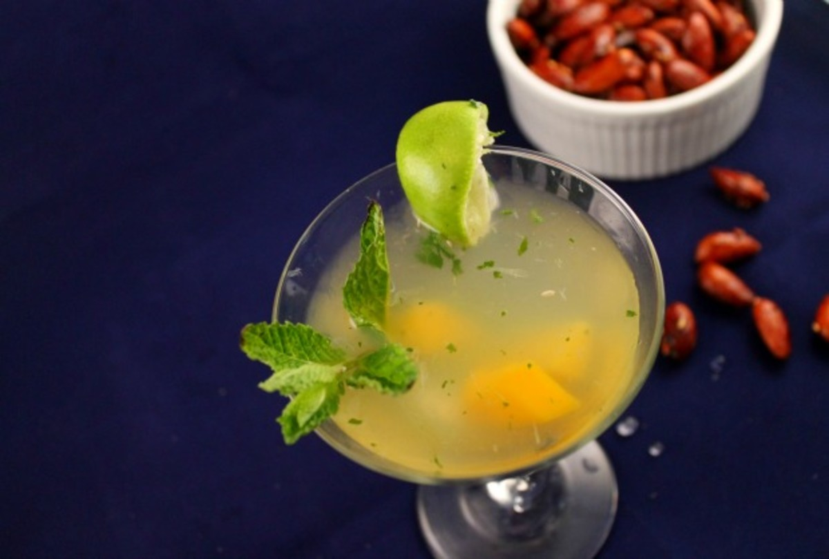mojito and almonds