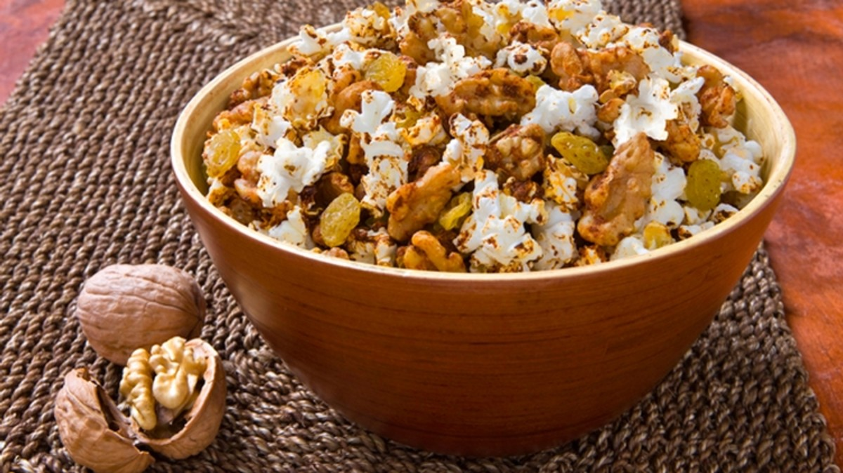 Spicy Fruit and Walnut Popcorn