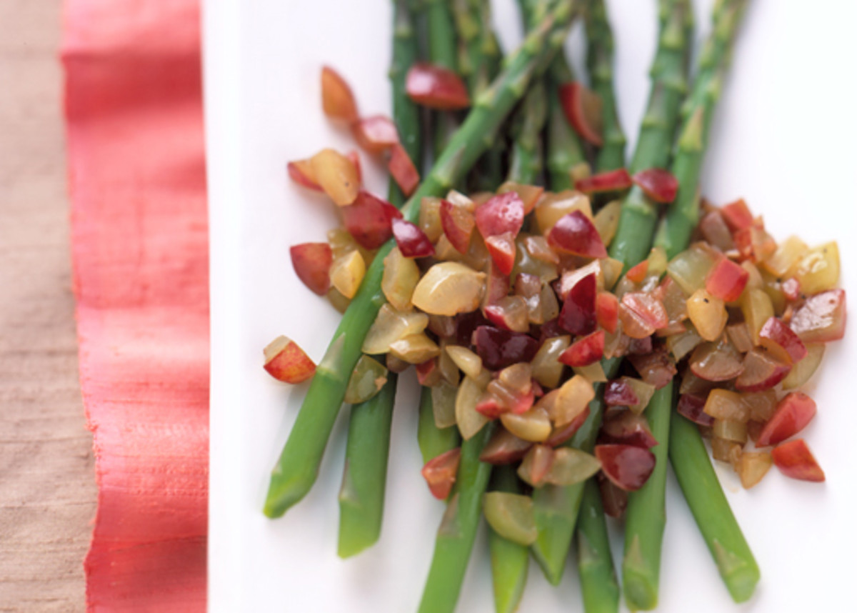 Asparagus-with-Fresh-Grape-Relish