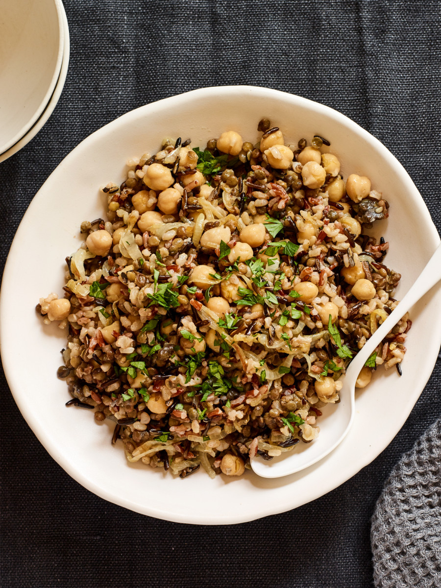 Israeli rice with lentils and chickpeas