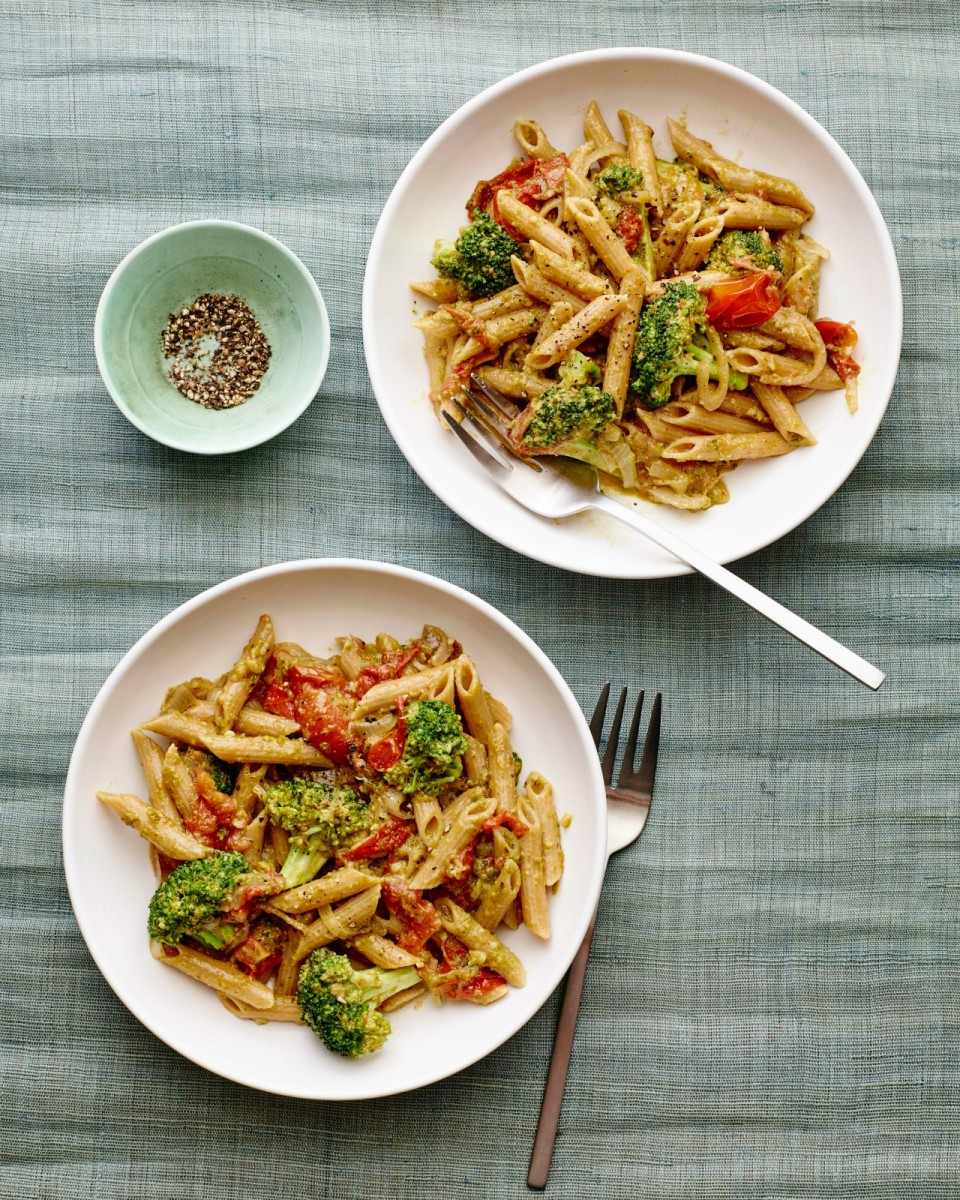 Arugula Walnut Pesto Pasta vertical