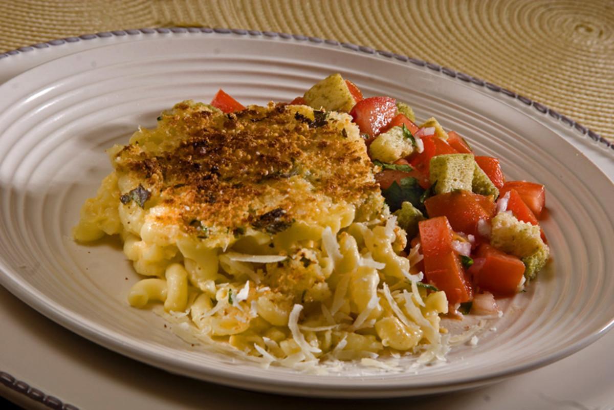 macaroni and cheese with bruschetta salad