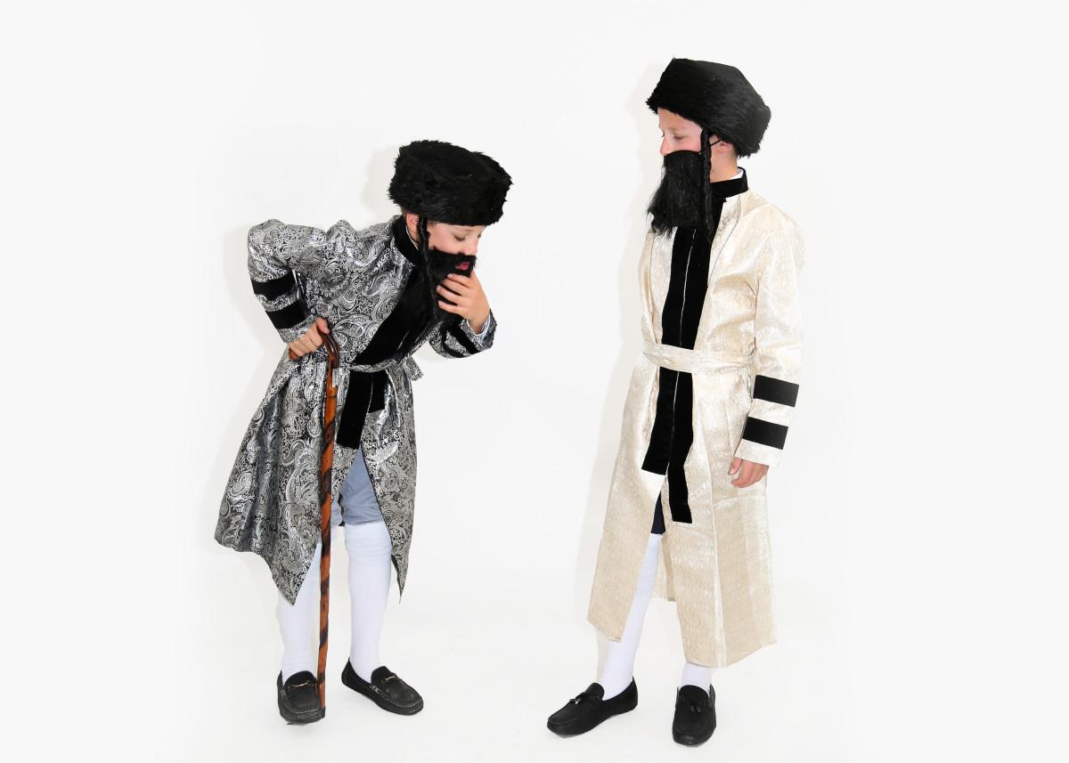 2 Boys Dressed as Chassidim 2