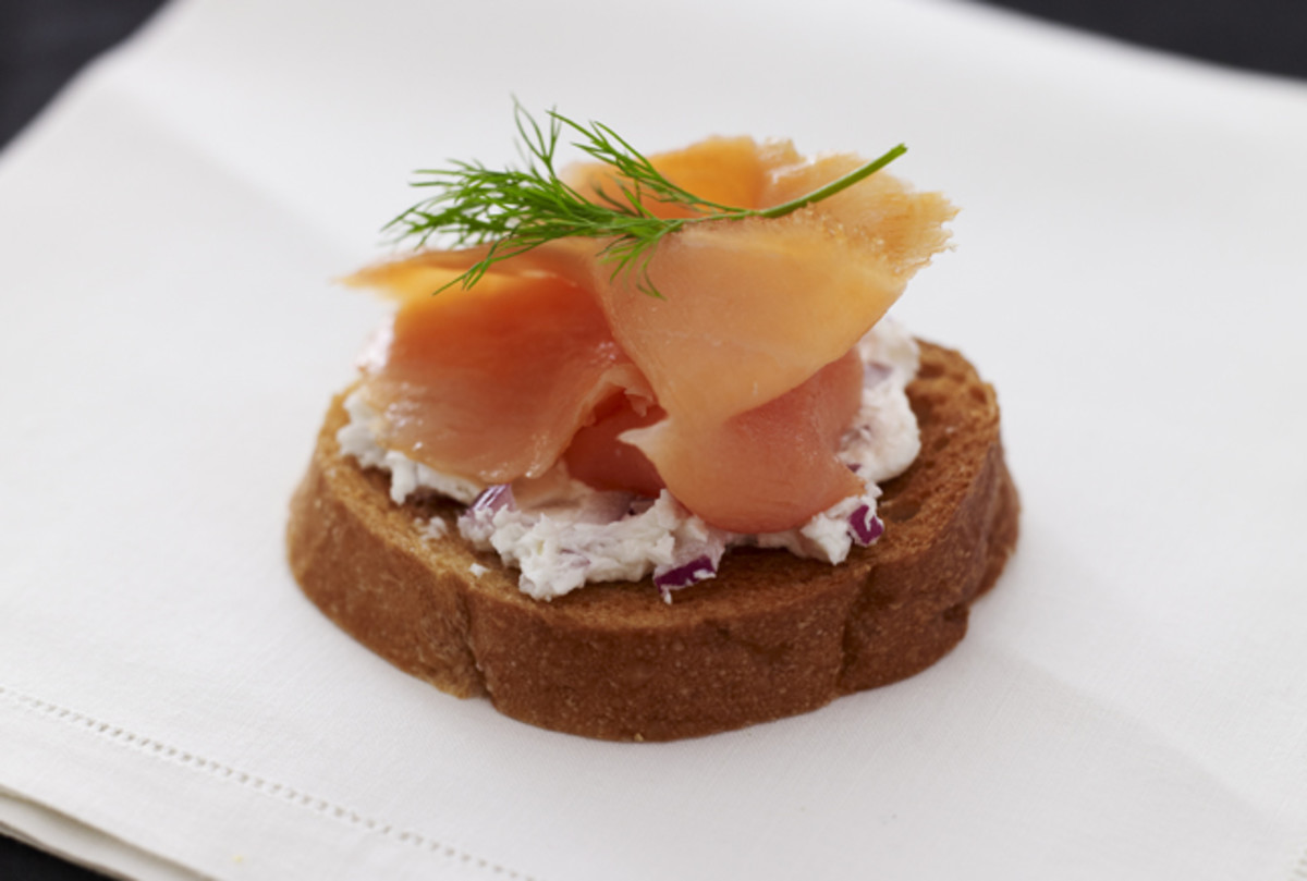 smoked-salmon-and-goat-cheese-bruschetta