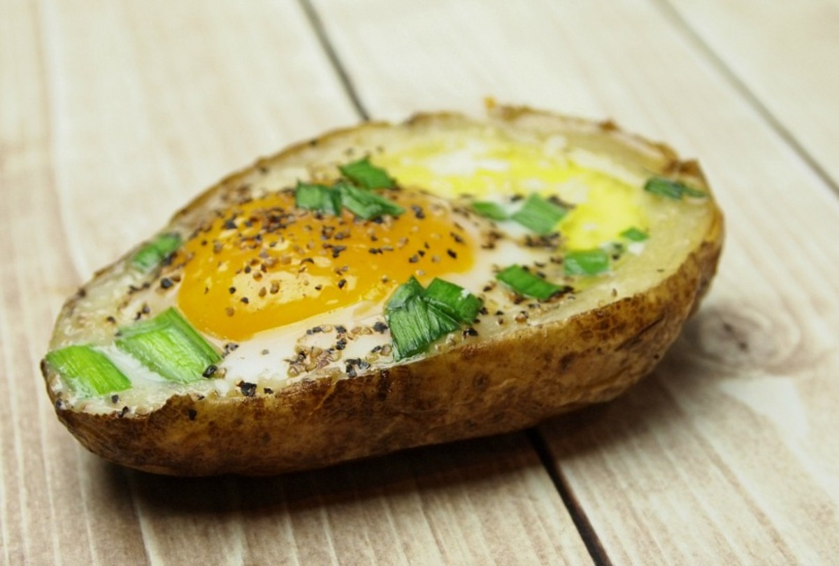 Baked Eggs In Potato Skins