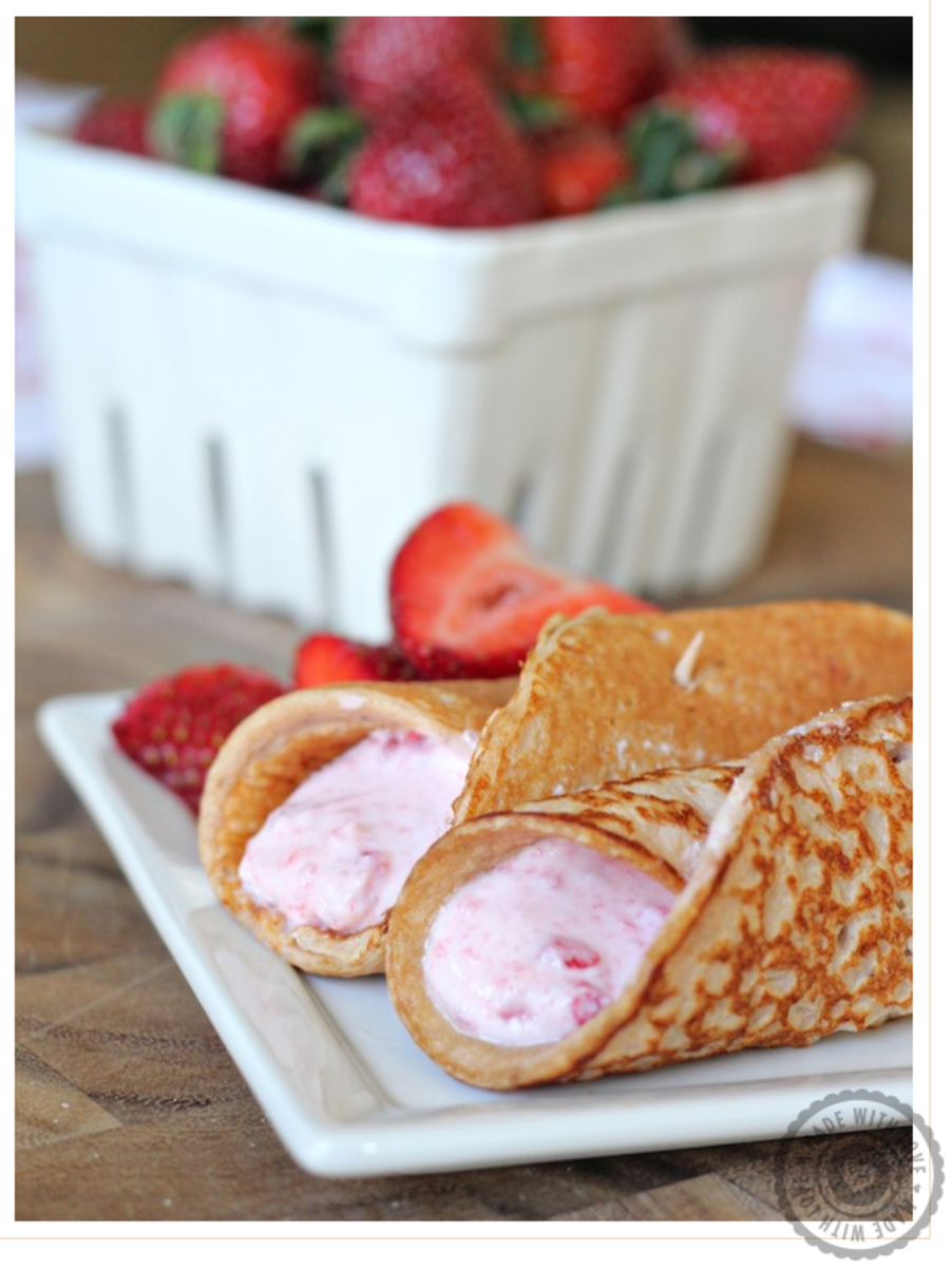 Strawberry-Protein-Pancakes-with-Yogurt-Filling