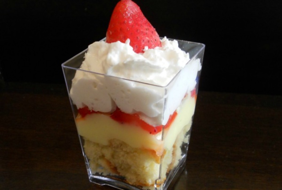 strawberry vanilla cake trifle