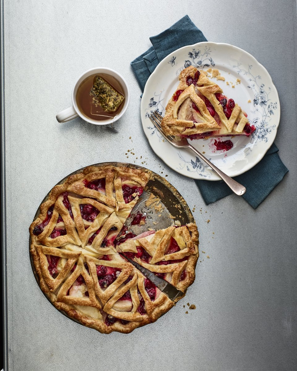 pear-cranberry-pie