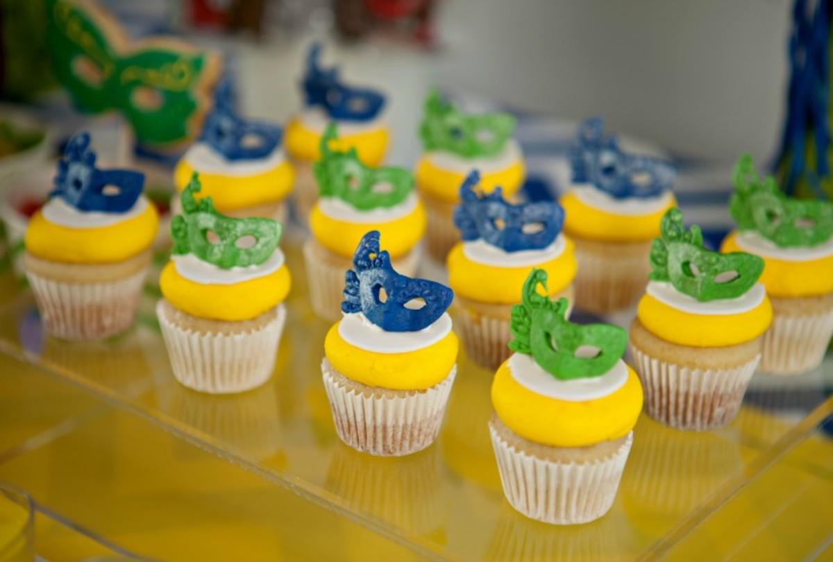 mini mask cupcakes