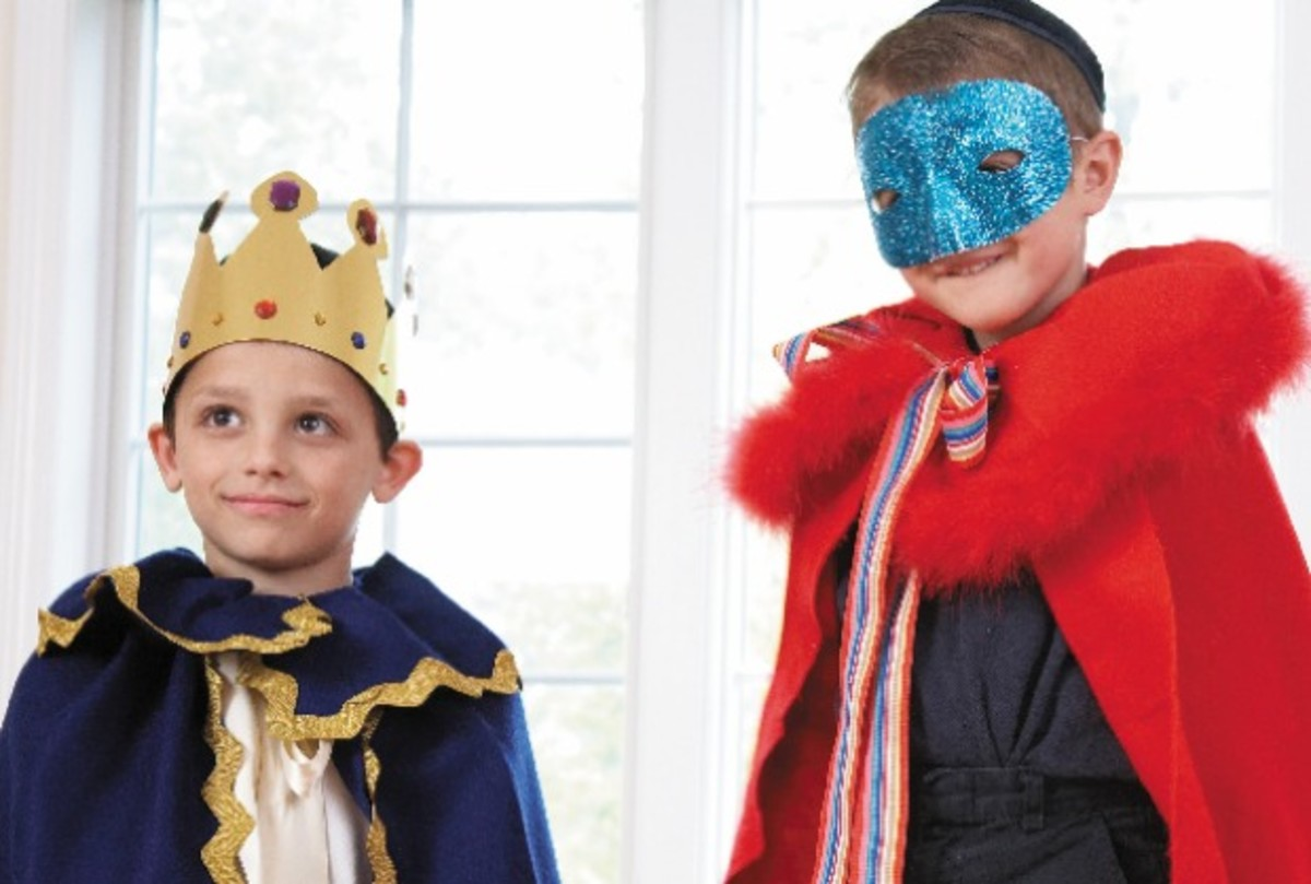 purim costume image - hr