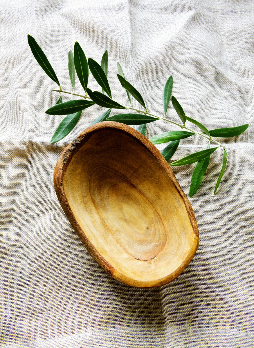 olive wood bowl and leaf