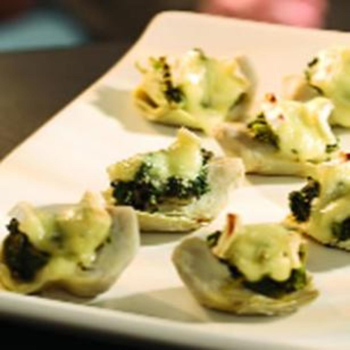 spinach and brie topped artichoke hearts