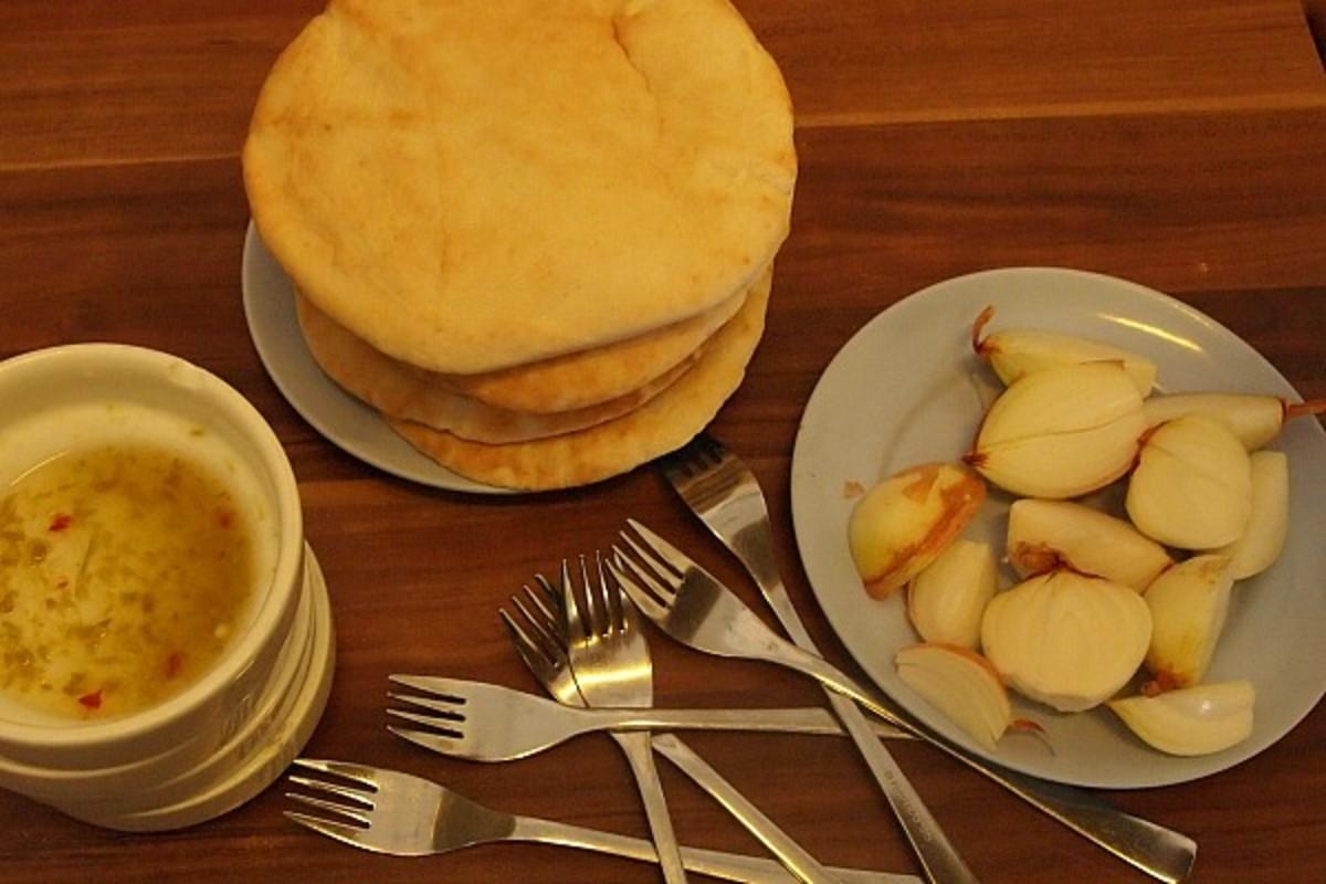 Pita and Hummus tasting food tour in Israel