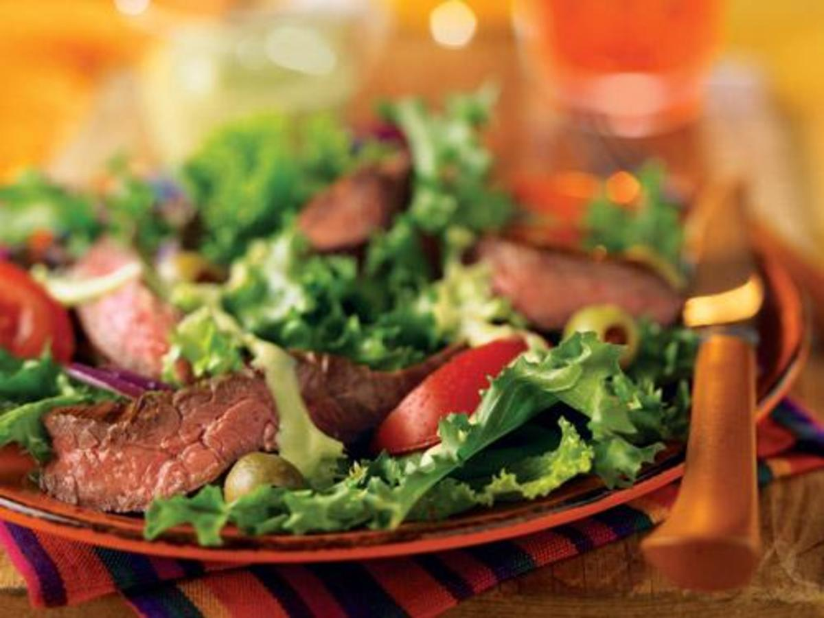 grilled-skirt-steak-salad-with-creamy-avocado-dressing