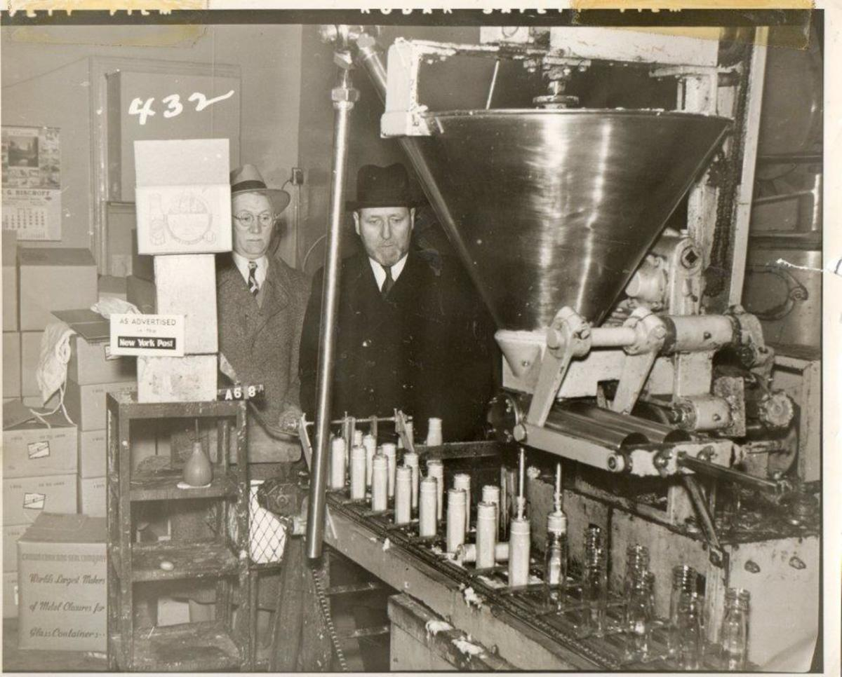 gold's factory 1952