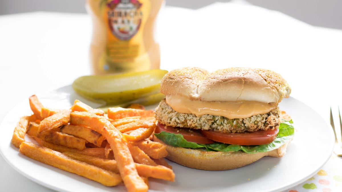 sriracha chickpea burger