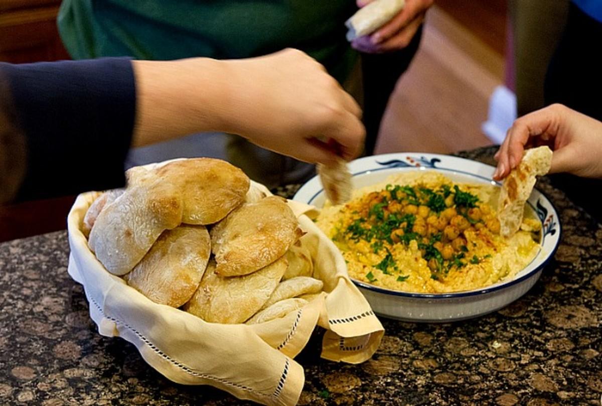 Home made pita & hummus