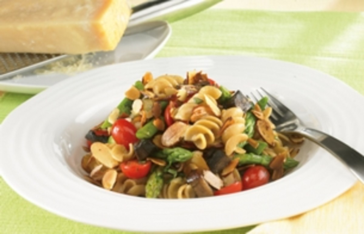 Vegetables & Sliced Almonds with Whole Wheat Rotini