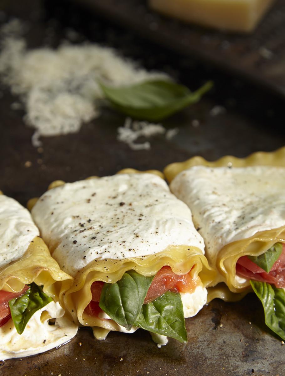 caprese lasagna rolls long