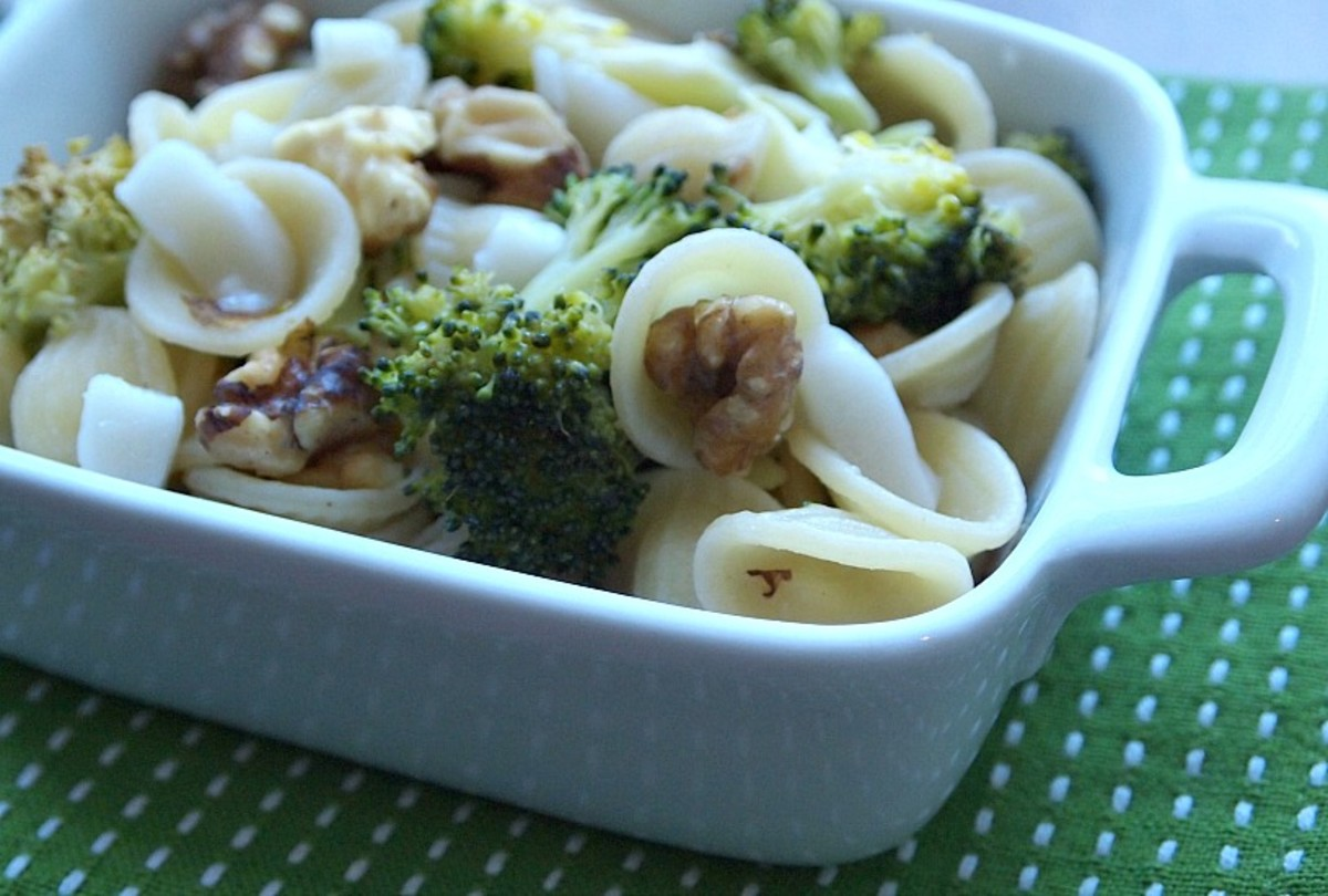 orecchiette-with-broccoli-and-walnuts