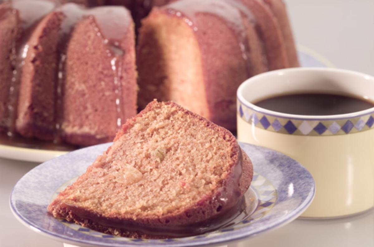 Apple Cinnamon Bundt Cake with Caramel Sauce