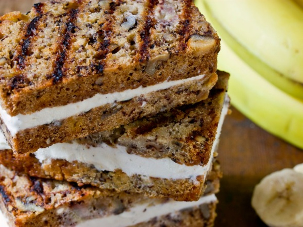 grilled-banana-bread-ice-cream-sandwiches-recipe
