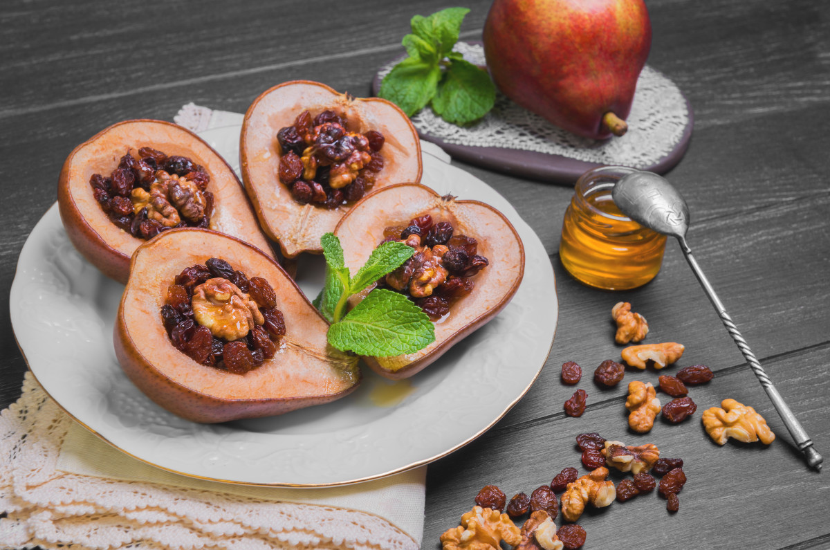 BAKED WALNUT STUFFED PEARS