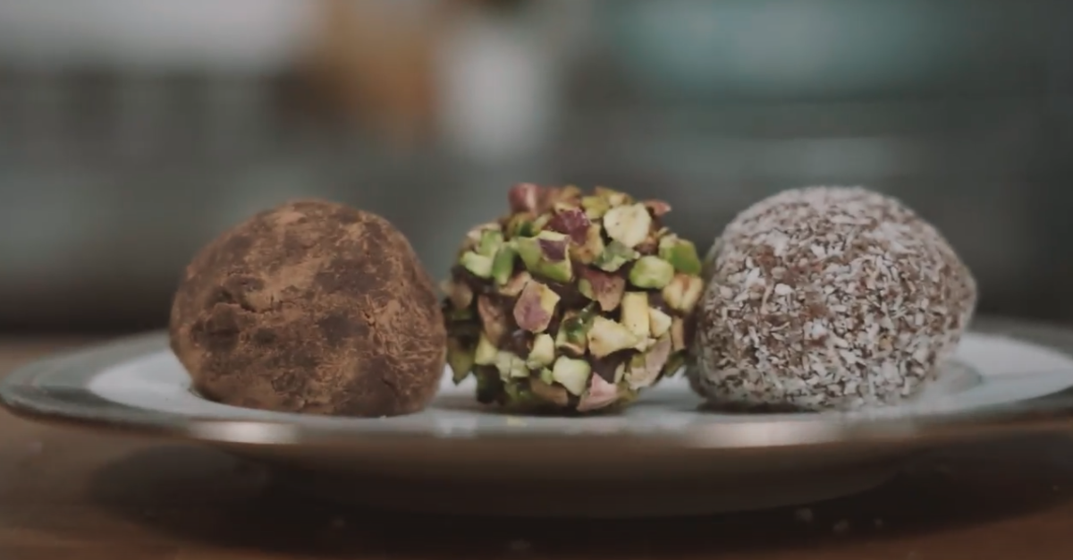 OLIVE OIL AND AMARETTO CHOCOLATE TRUFFLES