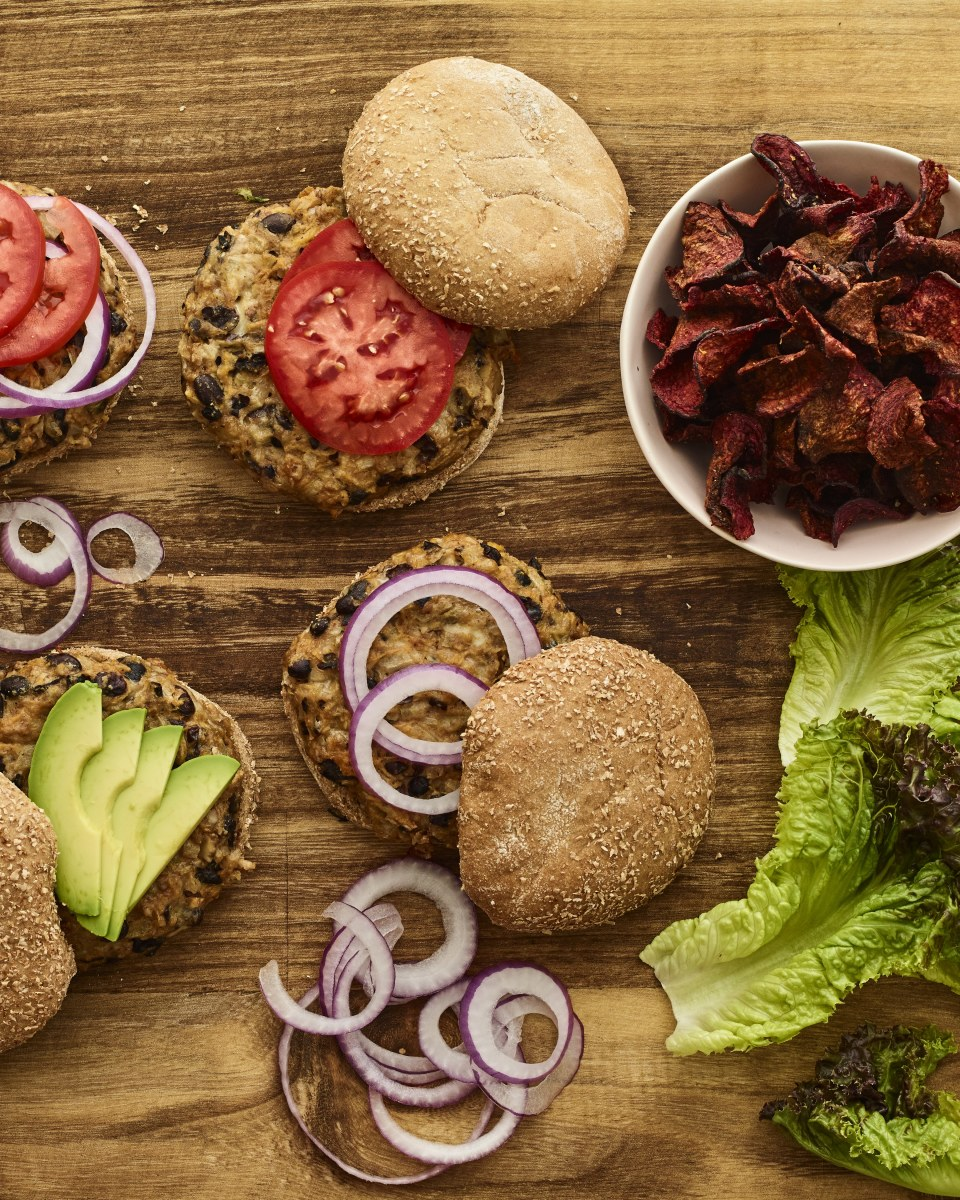 black bean burger with beet chips